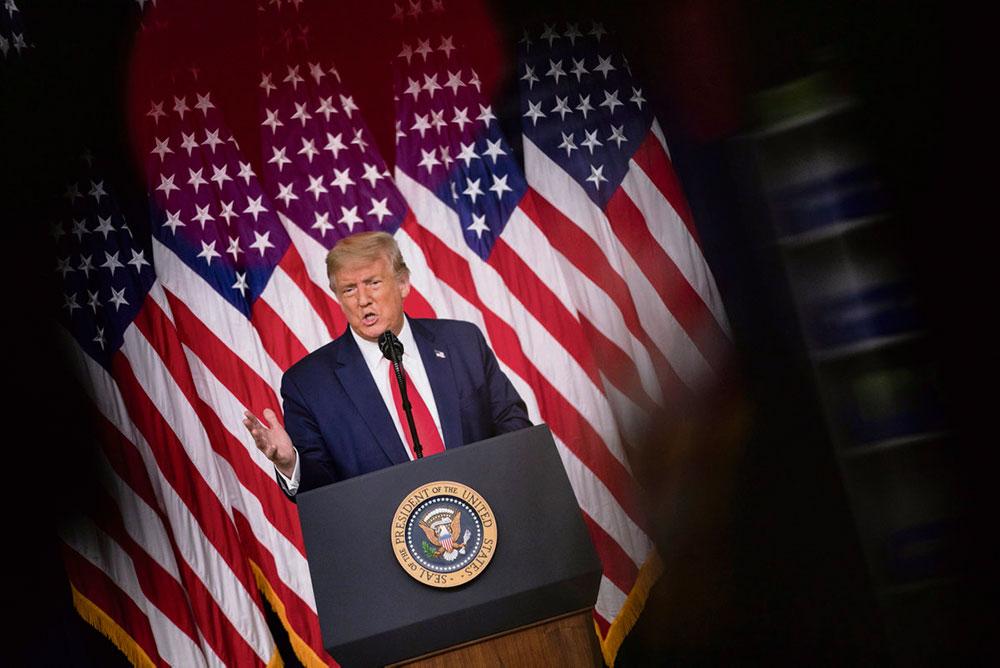 Дональд Трамп, не сказал, признает ли он итоги голосования на ноябрьских президентских выборах в случае своего поражения. Сейчас президент США даёт столько серьёзных поводов для беспокойства, что американцы задаются вопросом, а собирается ли он вообще покидать свой пост?