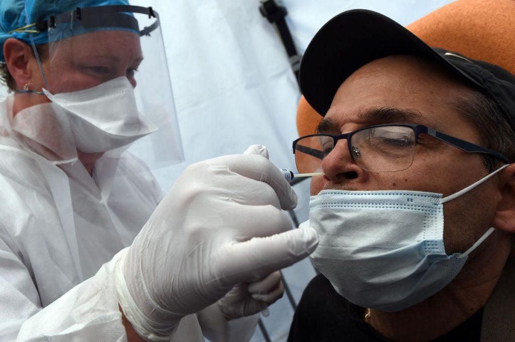 Рост смертности в связи с эпидемией Covid-19 стал темой двух научных исследований. Окончательные выводы делать ещё рано, но рост смертности лишний раз показывает, что вирус является беспощадным показателем социального неравенства.