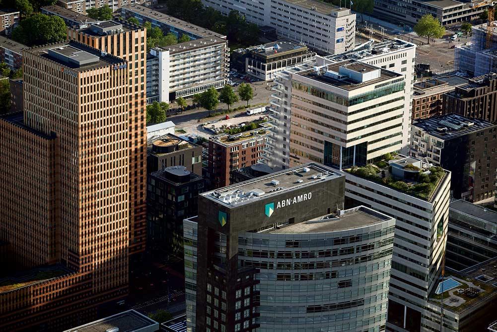 ОЭСР опубликовала информацию о налогах, выплачиваемых транснациональными корпорациями, из которой следует, что государства ежегодно недополучают налоги на прибыль предприятий в сумме свыше 300 миллиардов евро из-за наличия в Европейском Союзе налоговых оазисов, крупнейшим из которых являются Нидерланды.