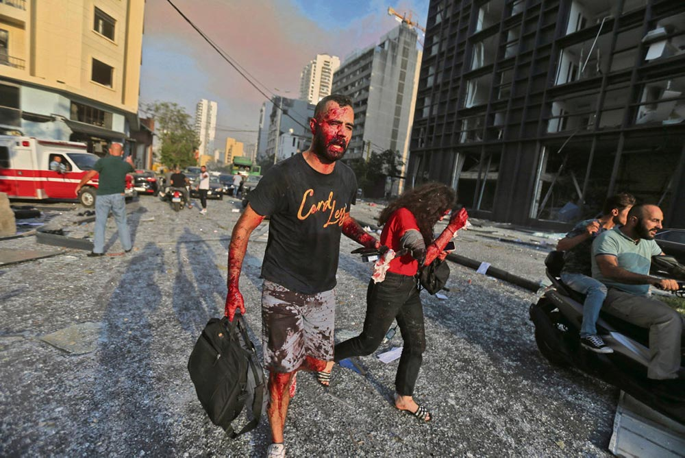 В результате двух взрывов в столице Ливана погибло не менее ста человек, более 4 000 человек ранено. Город опустошён, и эта катастрофа происходит в тот момент, когда Ливан переживает беспрецедентный экономический и политический кризис.