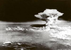 Современные водородные Н-бомбы обладают большей разрушительной силой, чем А-бомбы, которые были сброшены на Японию 6 и 9 августа 1945г.