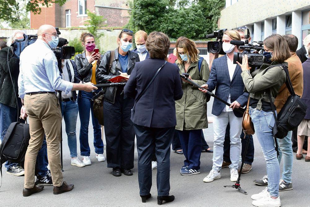Сфера журналистики переживает сегодня кризис, поэтому журналисты-новички сталкиваются с проблемами трудоустройства. Некоторые из них вынуждены принимать кабальные условия работы.