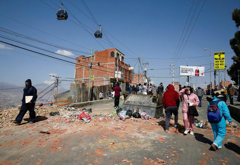 Находящимся у власти в Боливии с ноября 2019 года ультраправым всё никак не удаётся завершить государственный переворот. Но они очень рассчитывают объявить вне закона своих политических противников, чтобы лишить их права участвовать в выборах.