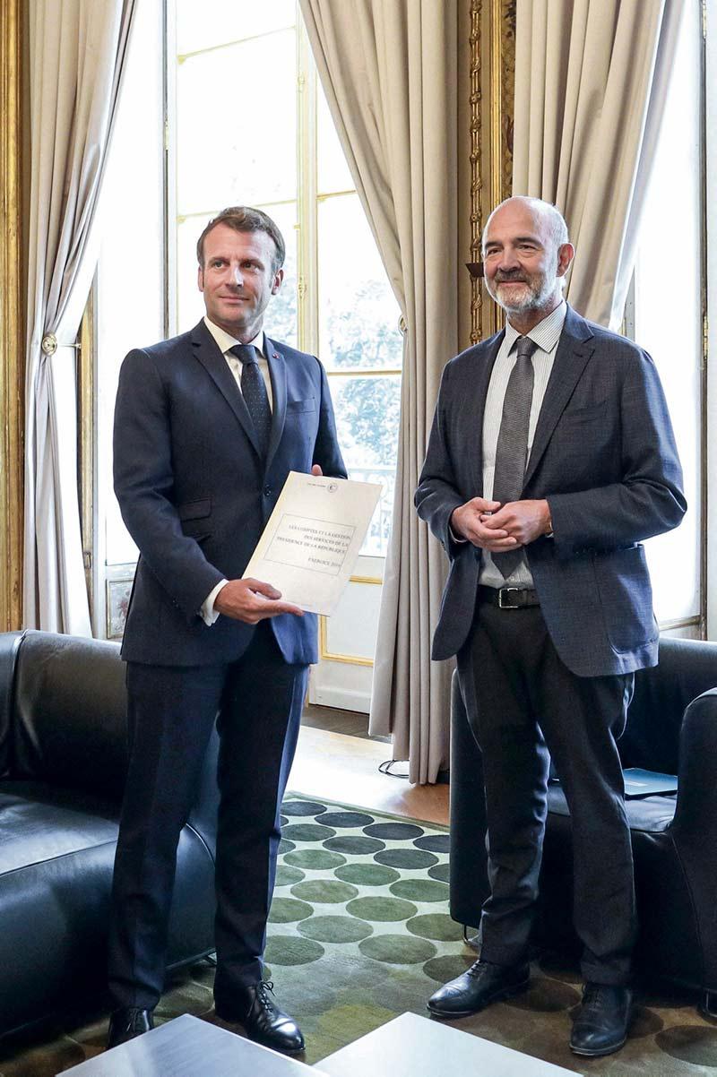 В своём отчёте о расходах администрации президента Французской Республики Счётная палата ограничивается общими фразами, что вызывает тревогу у Рене Дозьера, специалиста, занимающегося этой темой, который говорит о возможном «ухудшении» контроля.
