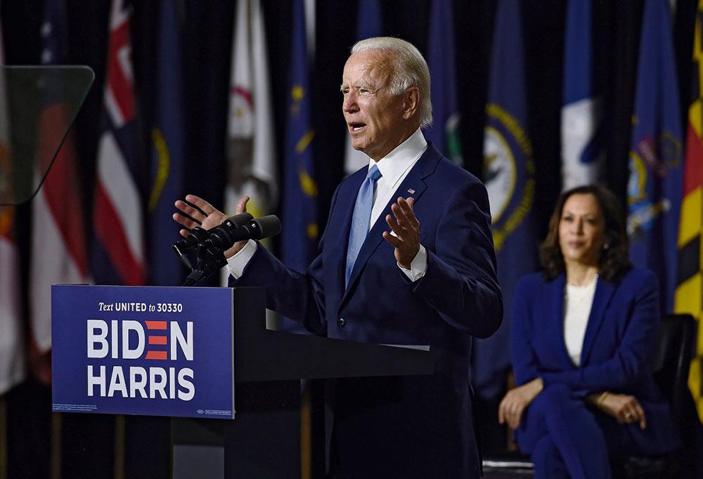 В этот понедельник в Милуоки открылся съезд Демократической партии. Истеблишмент однозначно выбрал антитрампизм в качестве единственного вектора объединения вокруг кандидатуры бывшего вице-президента Барака Обамы.