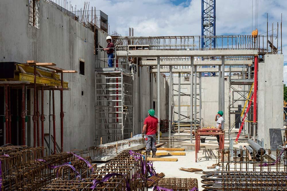 В августе вступила в силу новая директива о работниках, выезжающих на заработки. По словам Эммануэля Макрона, эта мера является «крупной европейской победой». Есть ли в новом законе недостатки и достаточно ли он защищён от злоупотреблений?