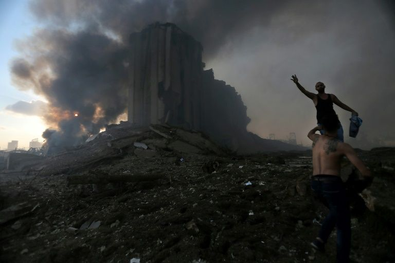 Взрывы разрушили несколько кварталов столицы, погибло не менее пятидесяти человек и около 3 000 человек ранено. Не исключается ни одна из версий: взрывы могут быть связаны и с большим количеством аммиачной селитры, хранившейся в порту, и с израильской атакой, целью которой было разрушение инфраструктуры «Хезболла».