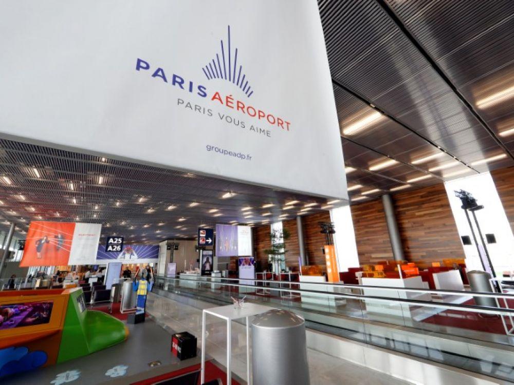 Руководство компании Aéroports de Paris («Парижские аэропорты») сообщило о намерении воспользоваться содержащимися в нормативных актах положениями, позволяющими сократить численность персонала. Таким образом может быть упразднено около 700 рабочих мест.