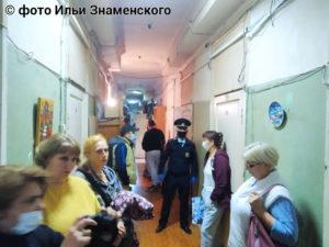 «Здесь дети, старики. Нас выгоняют на улицу, несмотря на пандемию, на то, что зима близко. Выселяют в никуда, просто выгоняют на улицу...» – В Москве идёт насильственное выселение жителей рабочего общежития бывшей фабрики «Красный суконщик». Департамент городского имущества лишает десятки человек, включая многодетные семьи, единственного жилья.