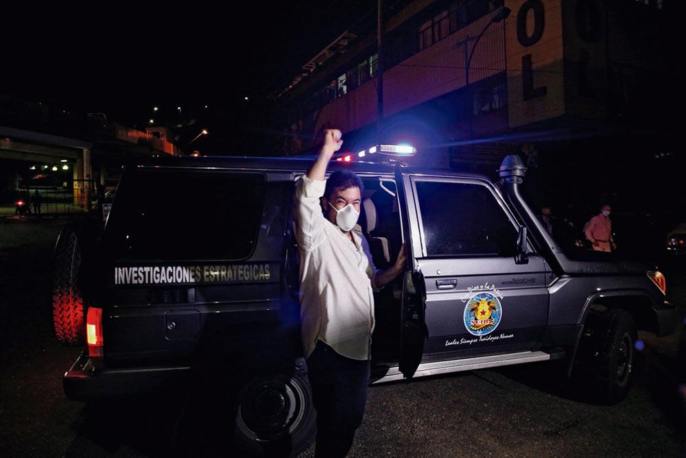 В атмосфере скрытой войны против своей страны президент Венесуэлы объявил об освобождении оппозиционеров.