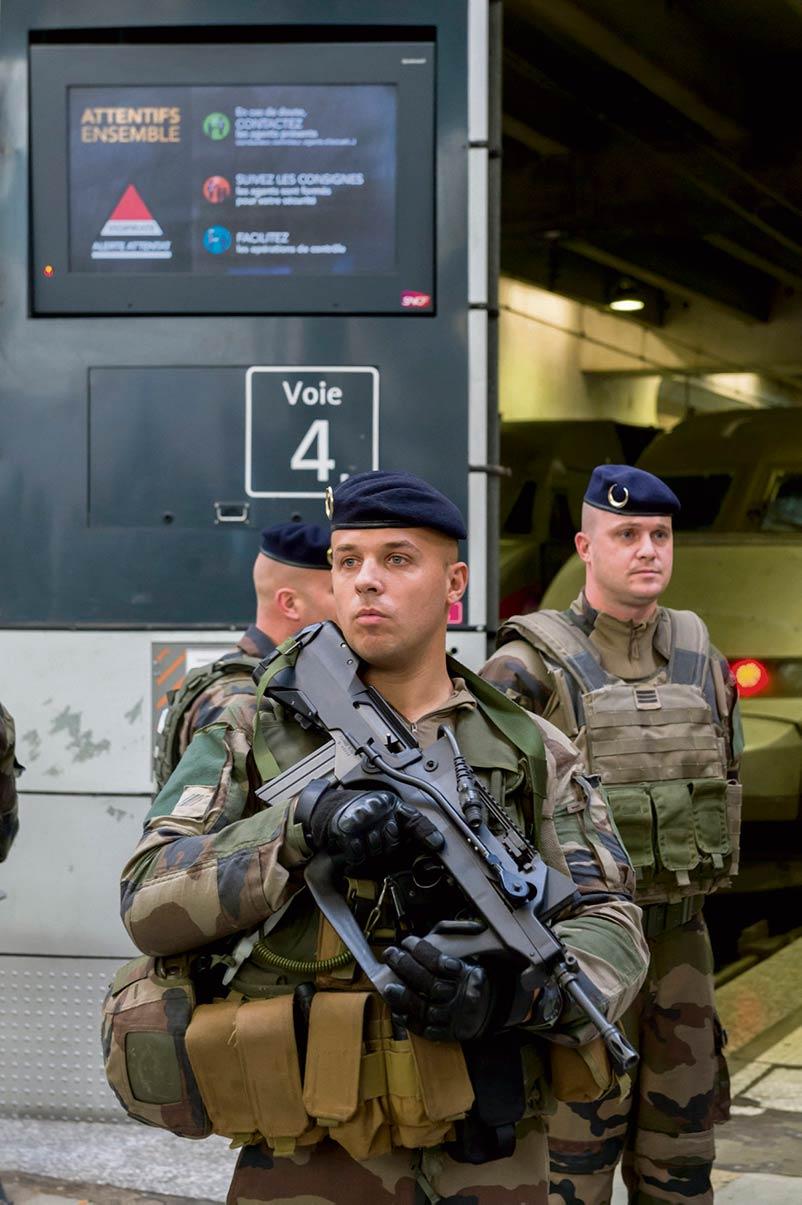 Франция до сих пор ощущает на себе последствия тех террористических атак: законы о чрезвычайном положении, ограничивающие гражданские свободы, вошли в общее право, а мусульмане воспринимаются как угроза для общества.