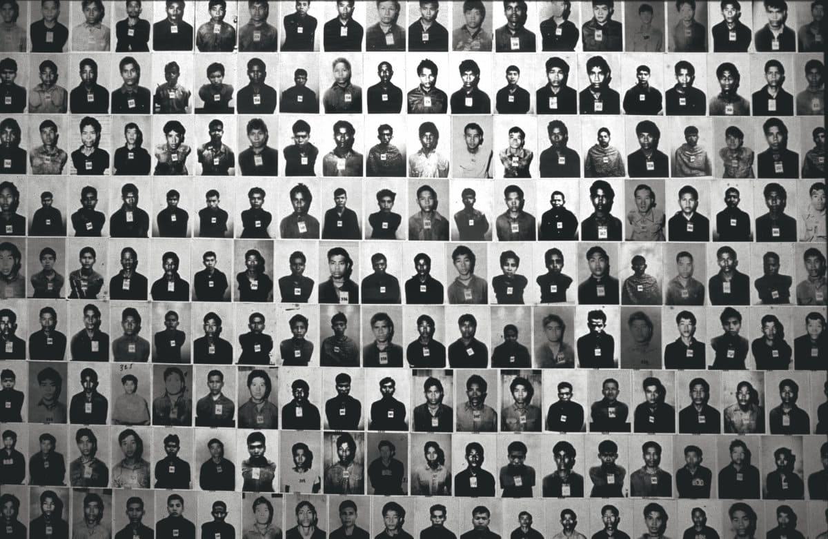 Бывший начальник печально известной тюрьмы S-21, в которой были замучены и убиты тысячи человек, скончался в среду в возрасте 77 лет. Став «товарищем Дучем», Канг Кек Иеу олицетворял собой чудовищное безумие режима красных кхмеров.
