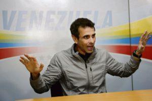 Энрике Каприлес, кандидат от правых на президентских выборах 2012 и 2013 гг., критикует стратегию бойкота Хуана Гуайдо. Он призывает избирателей принять участие в парламентских выборах, намеченных на 6 декабря 2020 года.