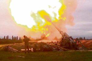 По данным противоборствующих сторон, в результате возобновившихся в воскресенье в Нагорном Карабахе боестолкновений между Азербайджаном и Арменией погибло как минимум сто человек. Анализ вооружённого конфликта, переходящего во всё более горячую фазу.
