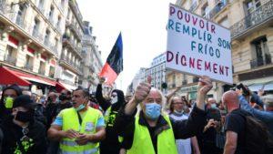 В эту субботу, 12 сентября, в Париже на площади Ваграм впервые после начала эпидемии коронавируса прошла крупная манифестация «жёлтых жилетов», собравшая тысячи участников. Требования всё те же, что были в начале протестного движения, но на этот раз возмущение было гораздо сильнее из-за санитарного и социального кризиса и бездарной политики правительства по его урегулированию. Мы поговорили с участниками протестов.