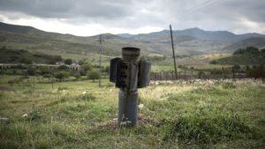 Наш собеседник, армянин, покинул Сирию в 2012 году, чтобы уехать из зоны вооружённых столкновений. Теперь Овик Асмарян в своём кафе кормит посетителей и даёт им приют.