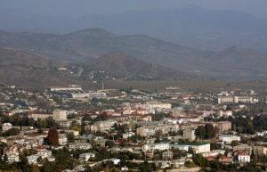 Отправив свою семью в безопасный Ереван, наш собеседник, 78-летний мужчина, бывший полковник Вооружённых сил СССР, решил остаться здесь, чтобы помогать местным жителям.