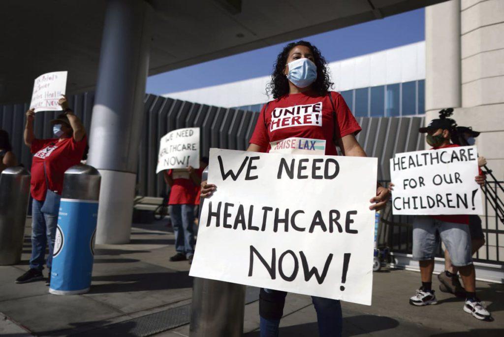Количество жертв пандемии в США перевалило за 200 000. Трамп занял оборону. Позиция Байдена вызывает обеспокоенность.