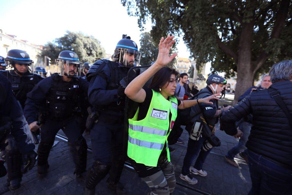 В документе, опубликованном во вторник 29 сентября, неправительственная организация Amnesty International заявляет о продолжающемся уже два года неправомерном использовании законодательства для преследования протестующих.