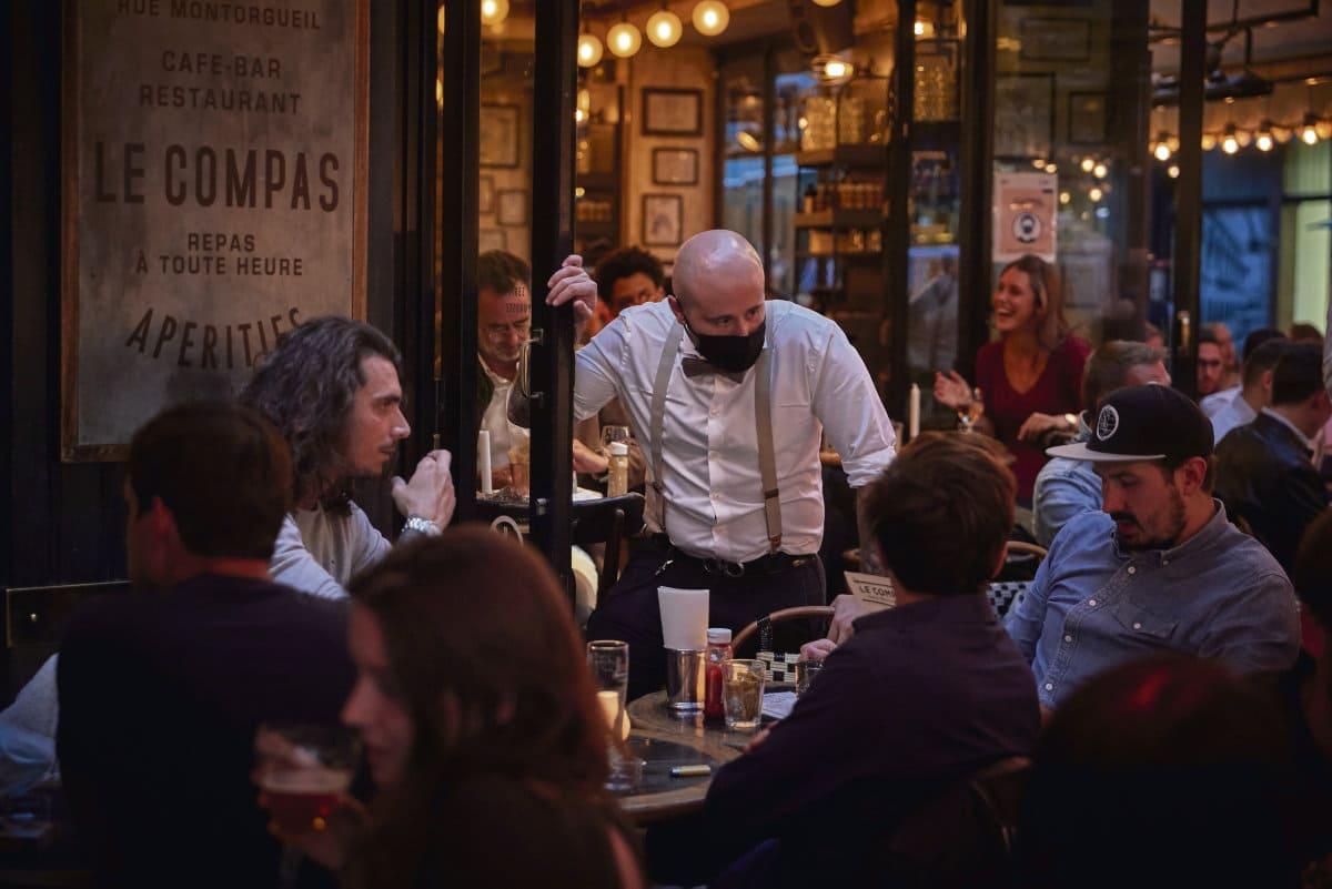 Закрытие баров и спортивных залов, ужесточение мер безопасности в ресторанах и университетах: в понедельник префект Парижа рассказал о том, какие меры принимаются для того, чтобы справиться с экспоненциальным ростом заболеваемости.