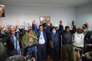 По итогам выборов, которые шли под надзором полиции и военных, неоспоримая победа в Боливии досталась партии Движение к социализму. Луис Арсе, кандидат партии на президентских выборах, набрал более 50 % с первого же тура.