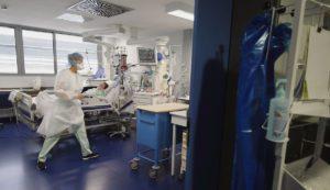 После той критической ситуации, с которой Мюлуз и Страсбург столкнулись в апреле-мае, больницы крупных городов на востоке Франции с тревогой встречают вторую волну эпидемии. Профсоюзы предупреждают, что медики находятся на пределе.