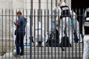 Три человека были убиты в четверг 29 октября при нападении в церкви Нотр-Дам в Ницце, уже становившейся объектом террористических атак в 2015 и 2016 гг. В день нападения аналогичные действия были совершены в Лионе и Авиньоне. Эти трагедии сильнее обострили напряжённость в стране.