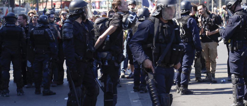 Жеральд Дарманен намерен ввести систему «аккредитации» для журналистов на демонстрации.
