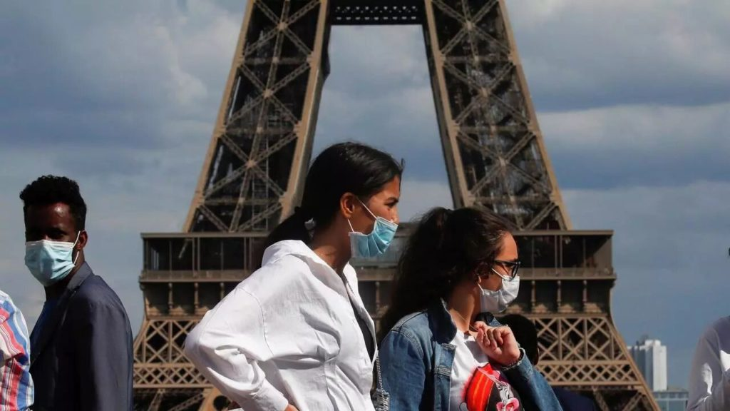 В среду ассоциация Secours populaire Francais («Французская народная помощь»,(SPF)) представила результаты измерения уровня бедности, полученные в ходе исследования, проведённого компанией Ipsos. Выводы удручают. Из-за эпидемии коронавируса и связанного с ней экономического кризиса многие французы оказались на пороге бедности. Среди этих мрачных новостей есть проблеск надежды: всё больше и больше добровольцев включаются в борьбу с неравенством.