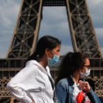 За время пандемии каждый третий француз лишился доходов