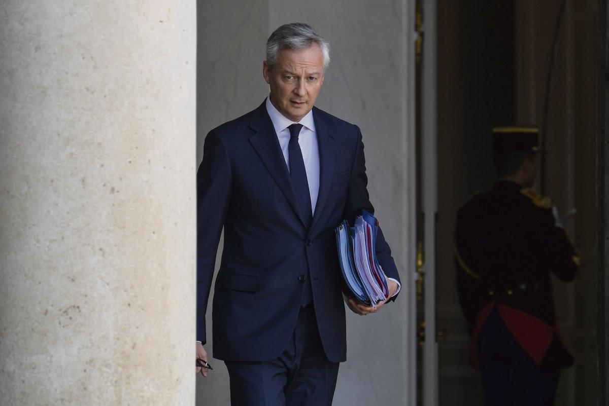 Правительство Эммануэля Макрона рассчитывает, что банки окажут поддержку крупному бизнесу. Зато все остальные окажутся за бортом.