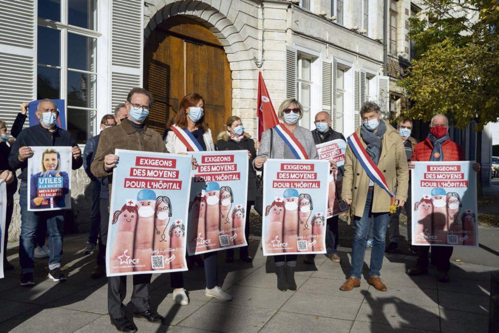 В минувшие выходные приблизительно в шестидесяти департаментах страны ФКП (Французская коммунистическая партия) организовала многочисленные митинги, чтобы потребовать от правительства конкретных действий по улучшению ситуации на рынке труда и в области здравоохранения.