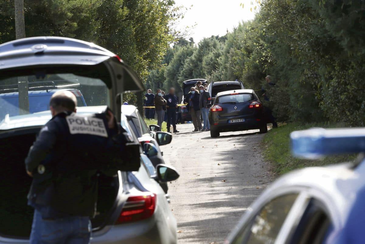 Фабьен Бадару, застреленный полицейскими 29 октября, одно время состоял в ФКП, затем увлёкся другими идеями, и при этом страдал психическим расстройством.