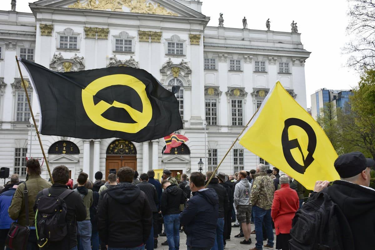 Считается, что сторонники экологического движения принадлежат к левому лагерю. Однако ультраправые всё чаще поднимают эти темы, адаптируясь к повестке дня.