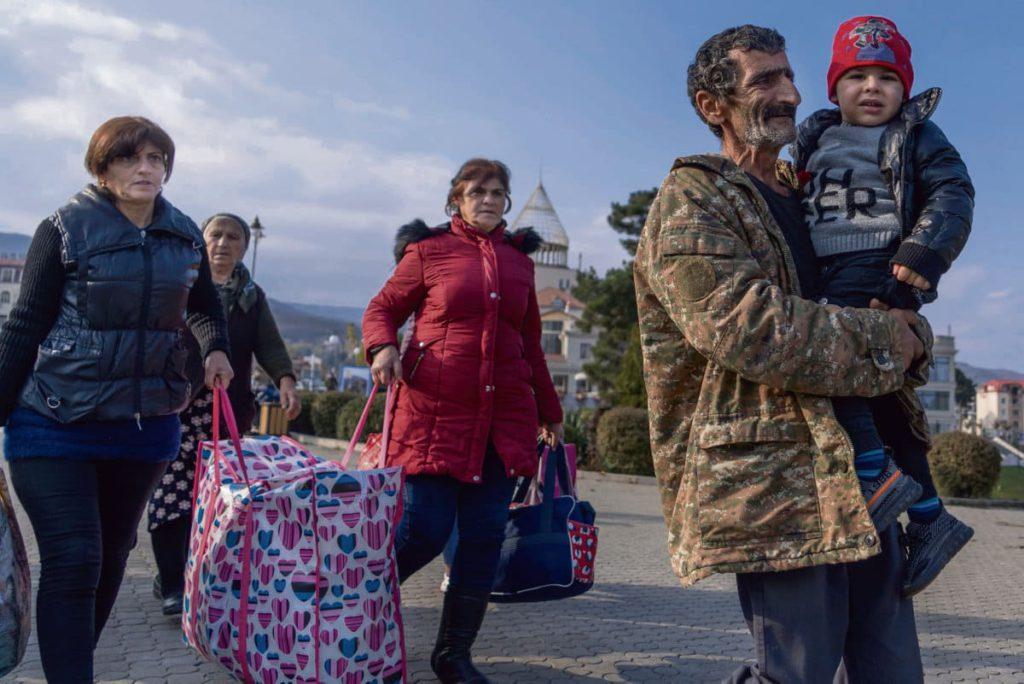 В соглашении о прекращении огня, подписанном Арменией, Азербайджаном и Россией 9 ноября, предусматривается передача Баку семи районов спорной территории.