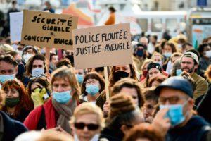 На прошлой неделе мы стали свидетелями успешно проведённых митингов протеста против закона о тотальной безопасности. Они заставили власть вздрогнуть, о чём свидетельствует попытка запретить манифестацию, намеченную на 28 ноября. И тем не менее она состоится: Административный суд Парижа отменил запрет.