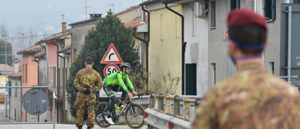 В четырёх крупных городах протесты против мер санитарного дистанцирования привели к столкновениям с силами полиции. Итальянское правительство планирует поощрять удалённую работу.