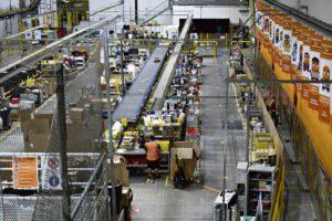 Штат сотрудников увеличился вдвое, соблюдение безопасной дистанции по-прежнему является главной задачей, работникам придётся справляться с большим количеством заказов. Руководство обещает рекордные объёмы продаж.