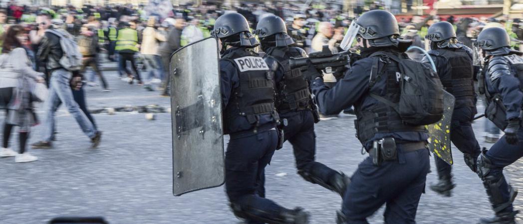 По мере увеличения числа проявлений насилия полицейскими некоторые профсоюзы выступают с осуждением насилия, пытаясь объяснить, почему оно происходит.