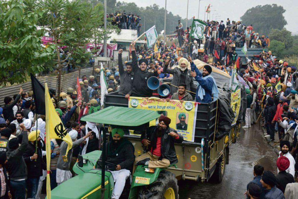 В конце ноября 250 миллионов индийских рабочих приняли участие в самой крупной в мире забастовке против пересмотра трудового законодательства и либерализации сельского хозяйства.