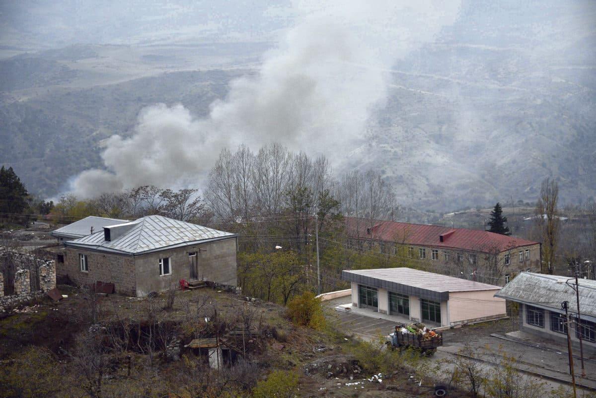 Соглашение, подписанное Арменией и Азербайджаном и положившее конец боевым действиям, вступает в свою последнюю фазу. Поскольку реальные мирные переговоры так и не провели, о перспективах мирного сосуществования говорить рано.