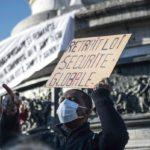 Сторонники Макрона отступают, но не отзывают закон