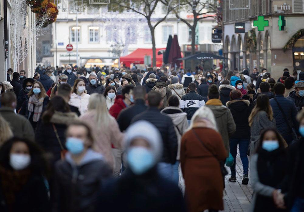 Французские власти определили лимит в 5000 новых случаев заражения, в случае достижения которого, по плану французских властей, режим самоизоляции сменят на комендантский час. Правительство не раскрывает планов, но предупреждает: «Для того, чтобы взять эпидемию под контроль, понадобится время».