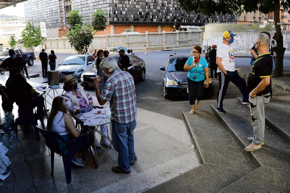 После поражения консерваторов на прошедших 6 декабря парламентских выборах, бойкотируемых Хуаном Гуайдо, самопровозглашённый президент организовал альтернативный всенародный опрос для мобилизации своих сторонников.