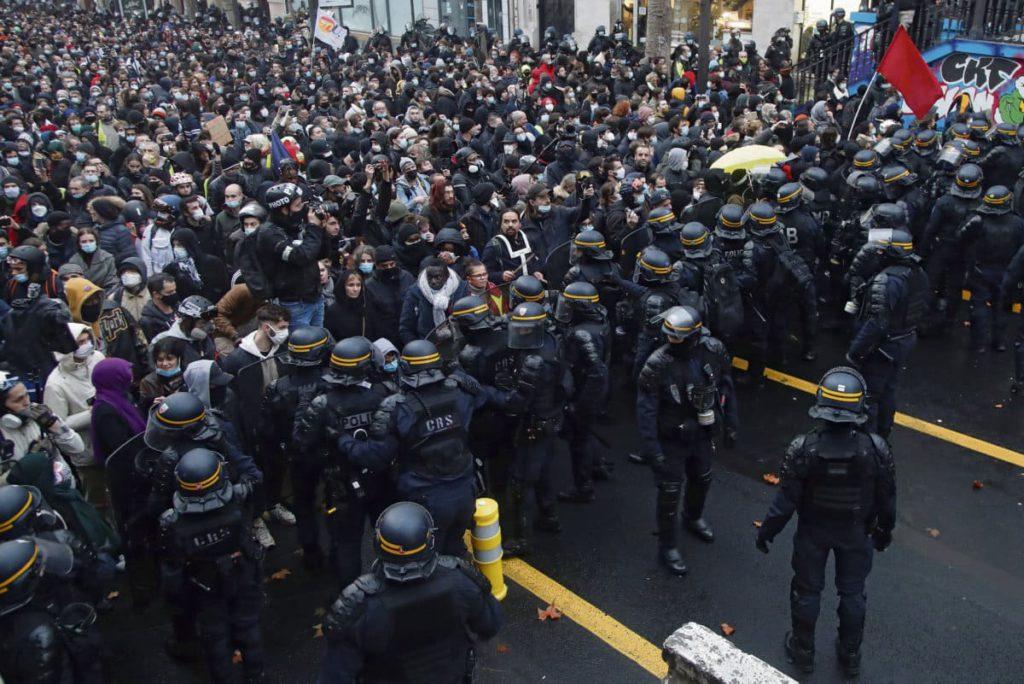 Безосновательные обвинения и самовольные задержания: в эту субботу 12 декабря была жестоко подавлена парижская манифестация против закона о «глобальной безопасности».