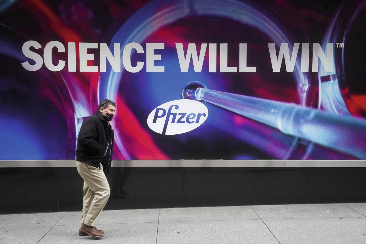 Big Pharma работает в области интеллектуальной собственности. Эти компании получают от западных государств колоссальную помощь в виде прямых субсидий на производство и оборудование, либо за счёт баснословно дорогостоящих предзаказов на вакцины и медицинские препараты. Они пользуются открытиями и результатами исследований государственных центров и лабораторий.