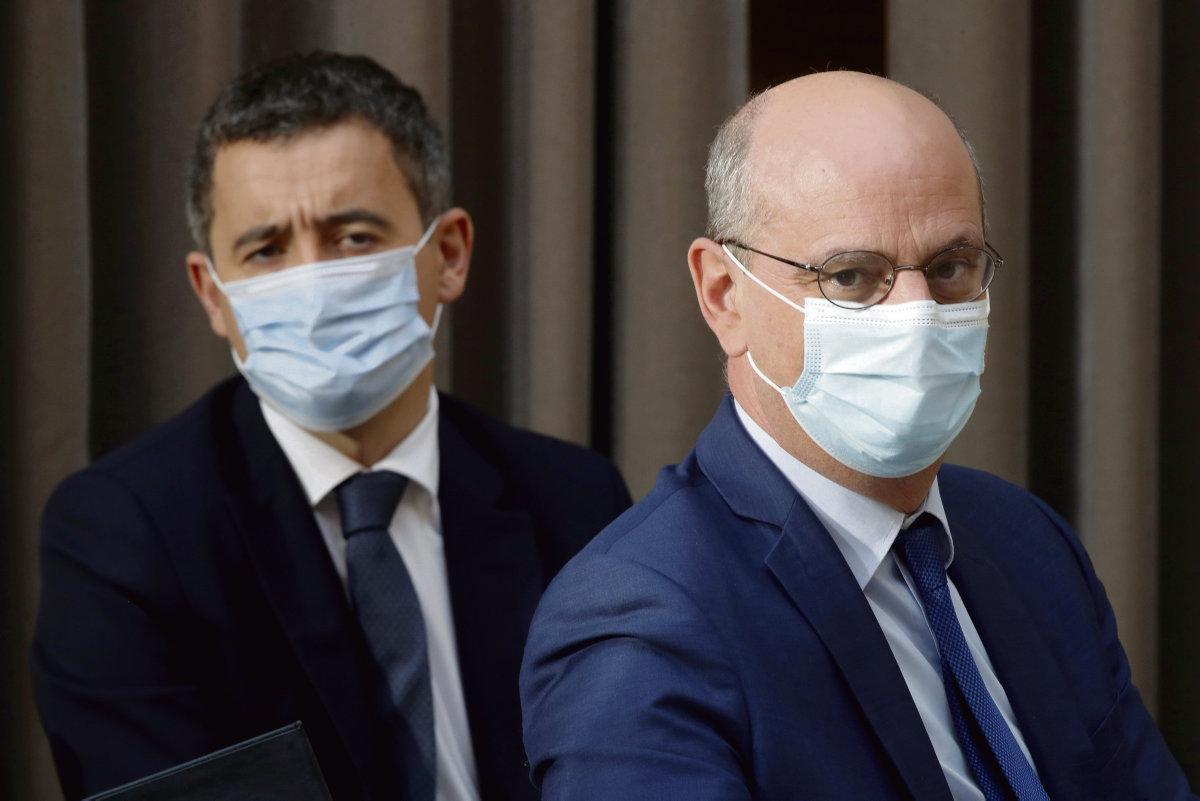 Министр внутренних дел Жеральд Дарманен и министр образования Жан-Мишель Бланке выступили перед депутатами Национальной ассамблеи с защитой законопроекта большинства. Депутаты ФКП, FI и PS указывают на отсутствие социальных мер.