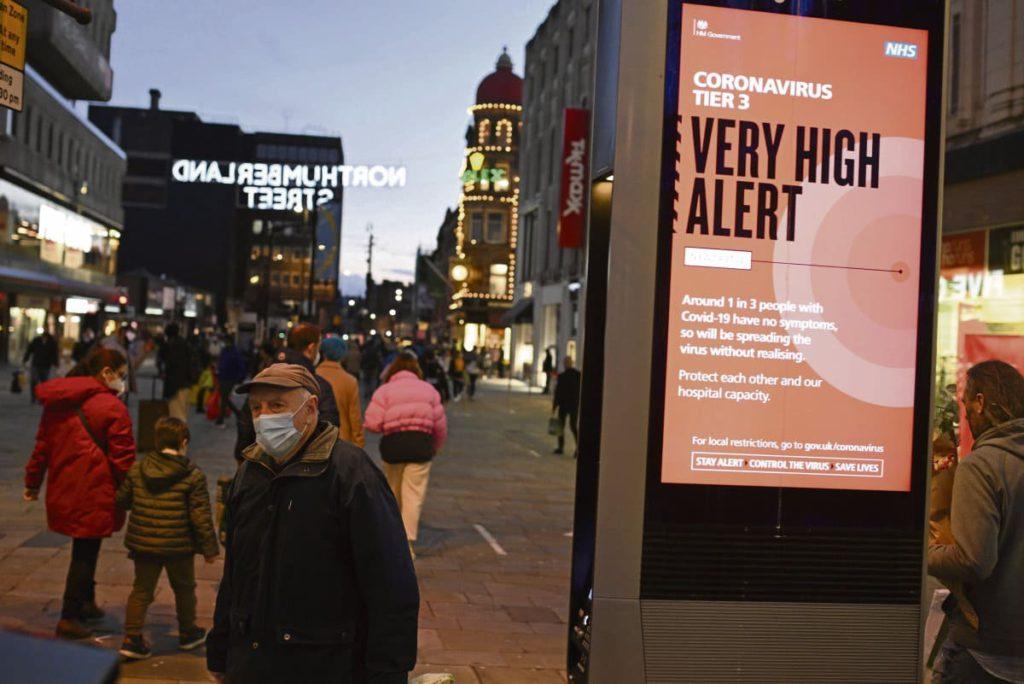 В Великобритании появился более заразный и «неконтролируемый» новый штамм вируса.