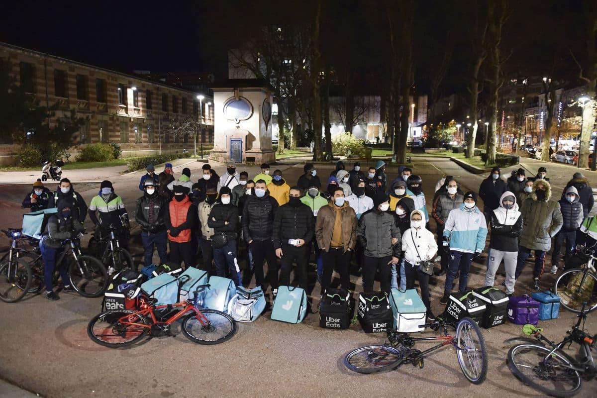 Велокурьеры компании Uber Eats в Сент-Этьене добились от руководства обязательств вознаграждения за труд. Не исключено, что этому примеру последуют их коллеги в других городах Франции.