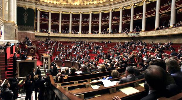Народные избранники, члены пропрезидентского большинства и Республиканской партии, опубликовали в издании Journal du dimanche открытое письмо с требованием пересмотреть законодательство в пользу владельцев жилья.